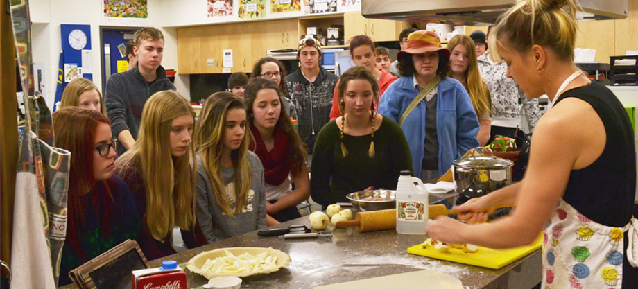 Foods students learn to bake an apple pie
